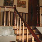 Обшивка лестниц и дверей <strong>деревом</strong>